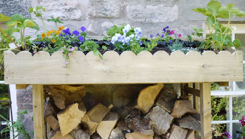 Flowers-on-woodstore