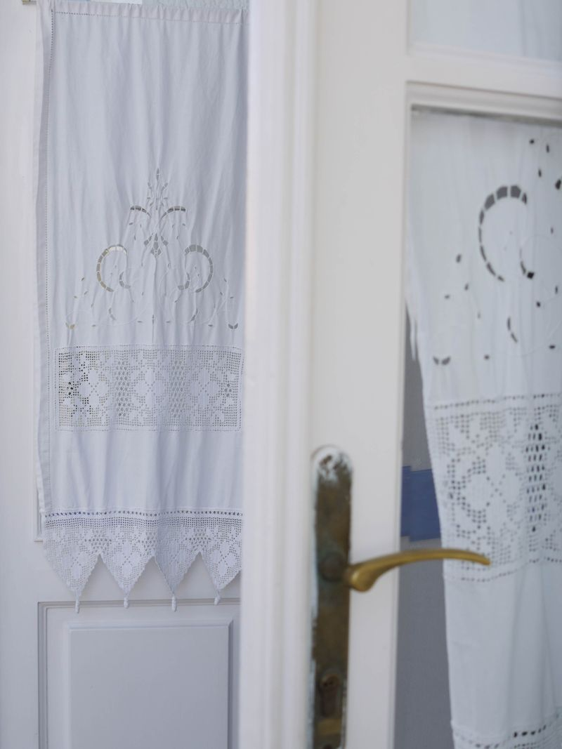 Fabric-on-door,white
