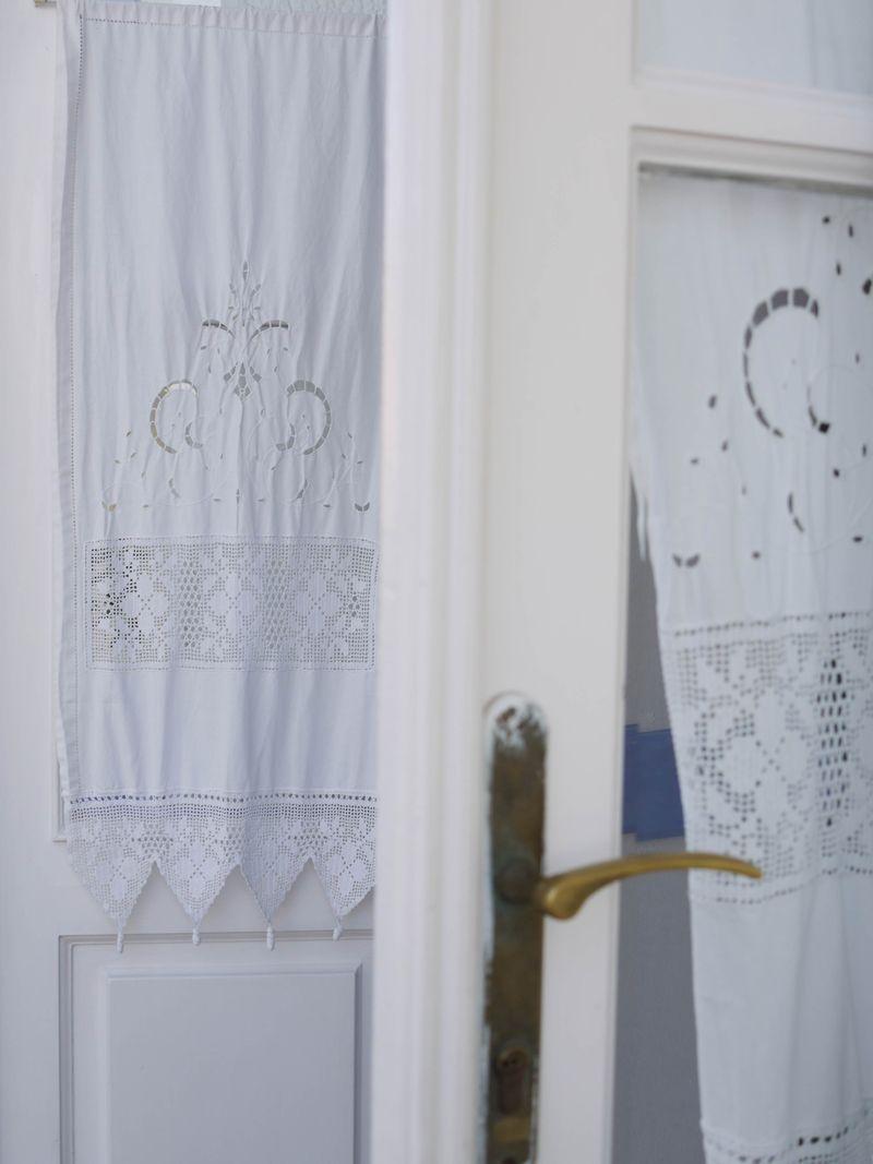 Fabric-on-door,white
