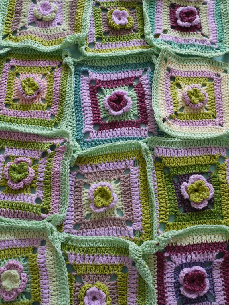 Crochet-sq.purples
