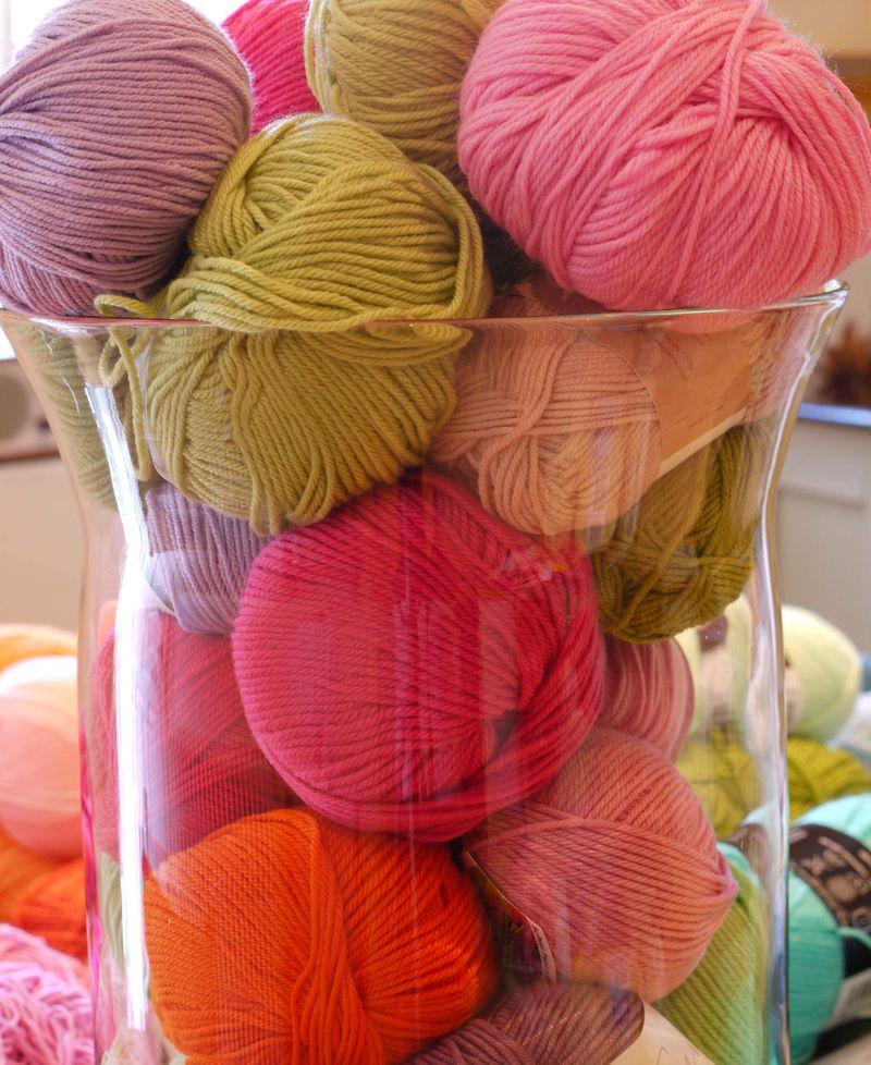 Yarn-in-vase-8