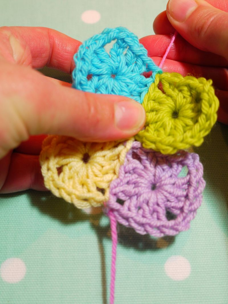 Crochet Invisible Stitch : ... you pull the top stitches, you dont runkle up the stitches below