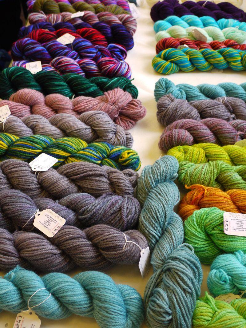 Yarn-on-long-table