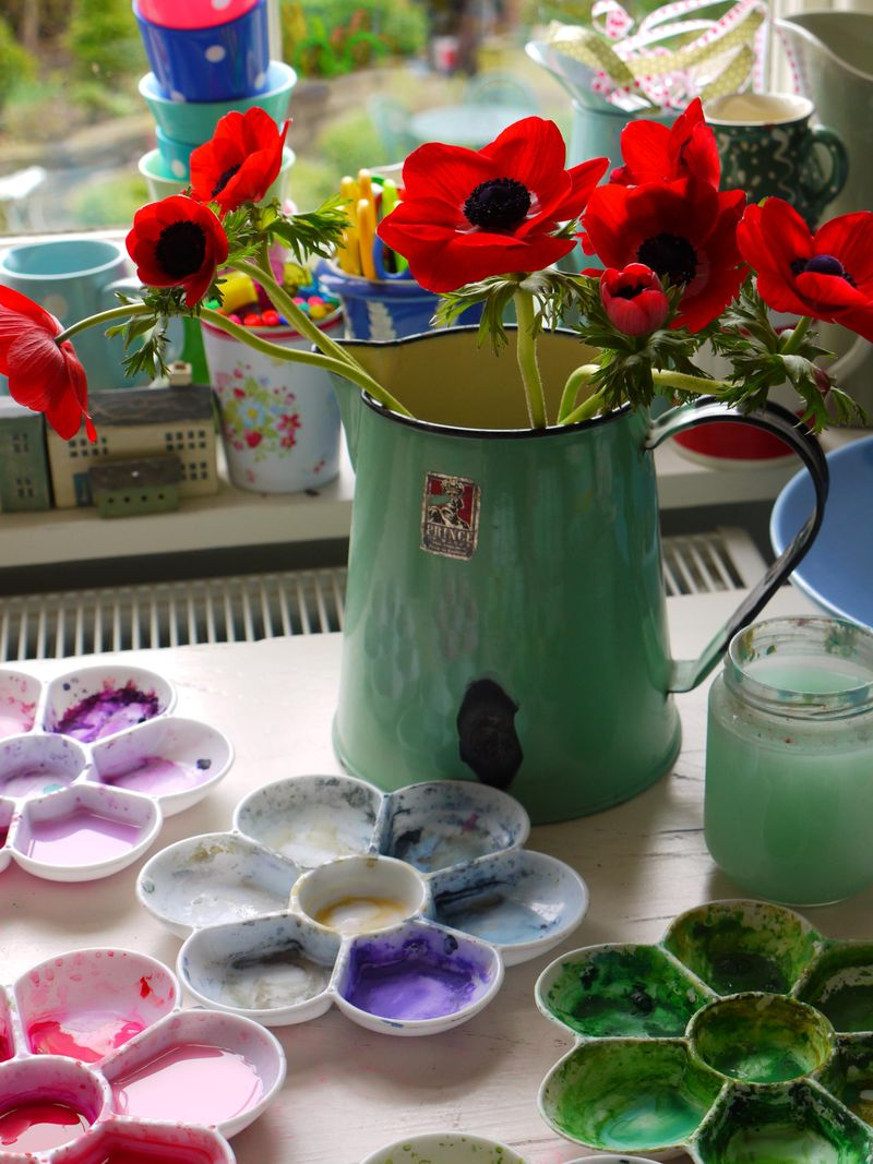 Red-anemones-on-desk