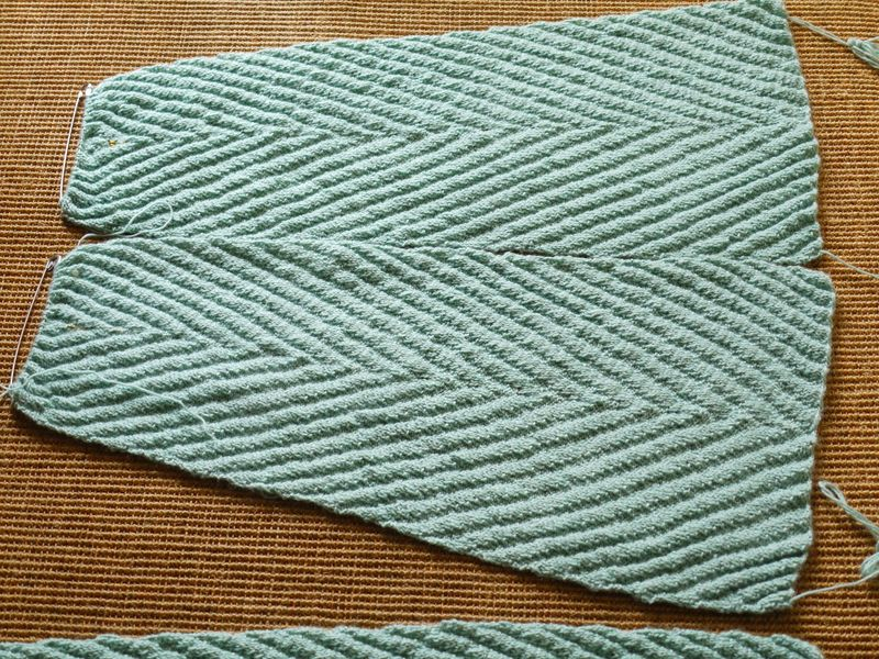 2-and-a-bit-panels,-knit