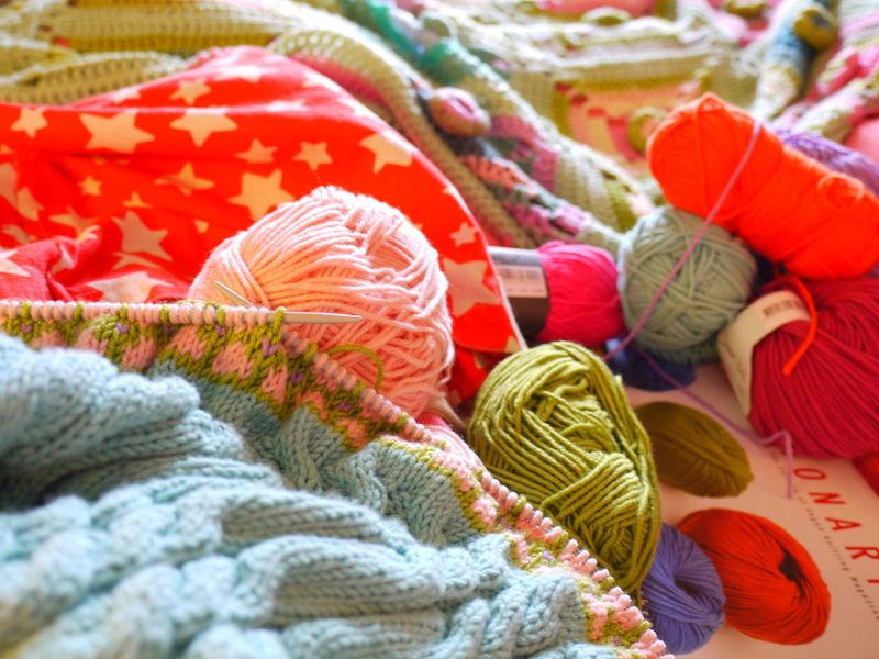 Knit-in-bed,-balls-of-yarn