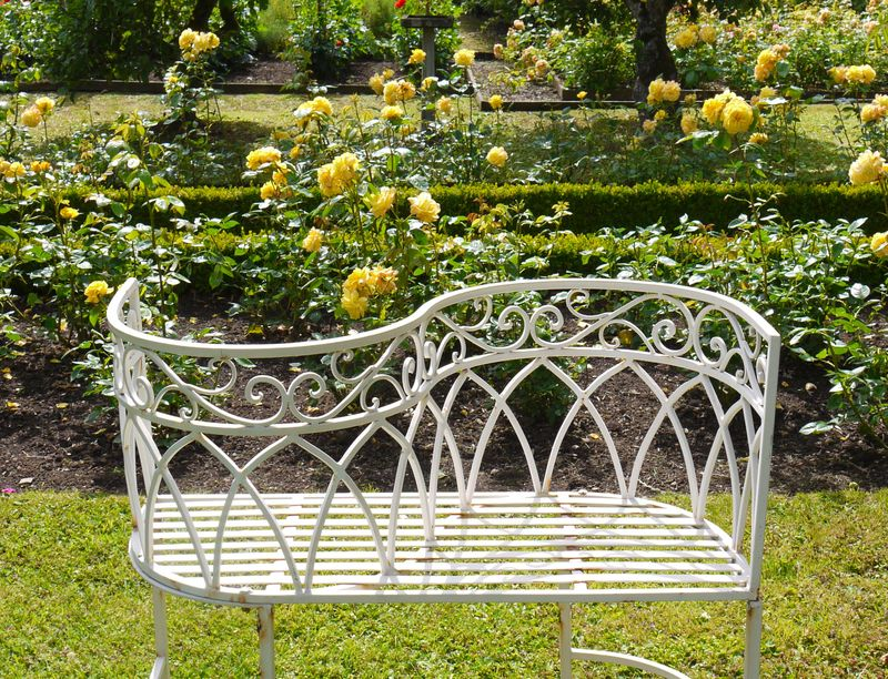 Loveseat,-roses