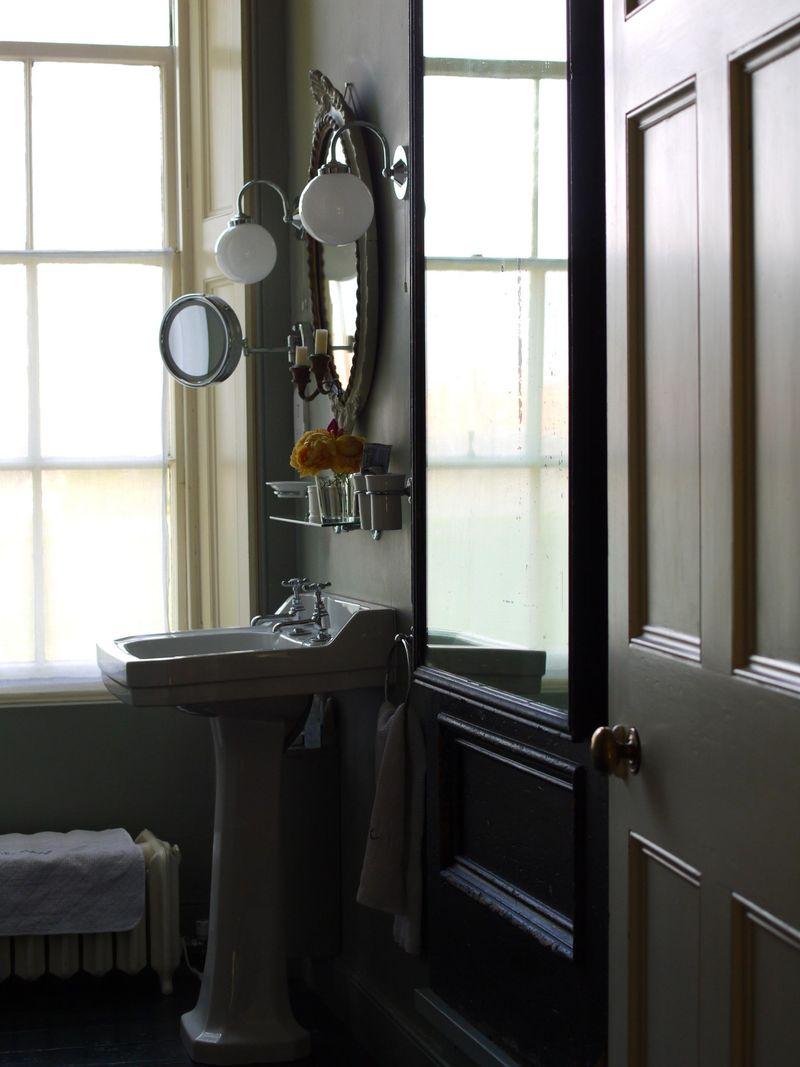 Sink-from-doorway