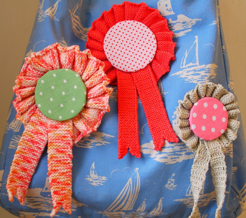 Close-up-of-bag,-3-rosettes