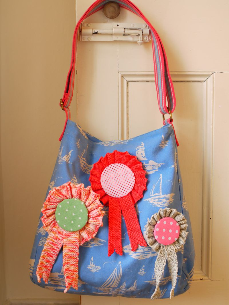 Whole-bag-w-3-rosettes