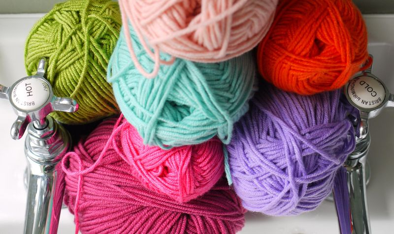 Yarn,-hot-cold-taps