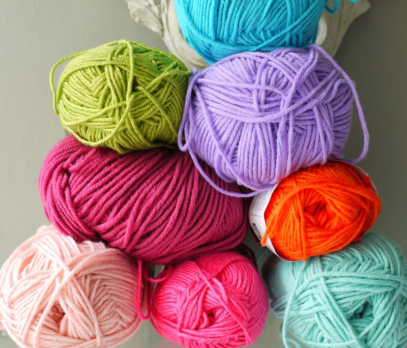 Yarn-stacked,-w-turq