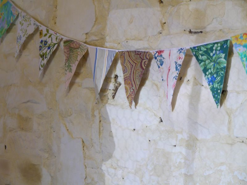 Opn-gdn,-bunting-in-tea-roo