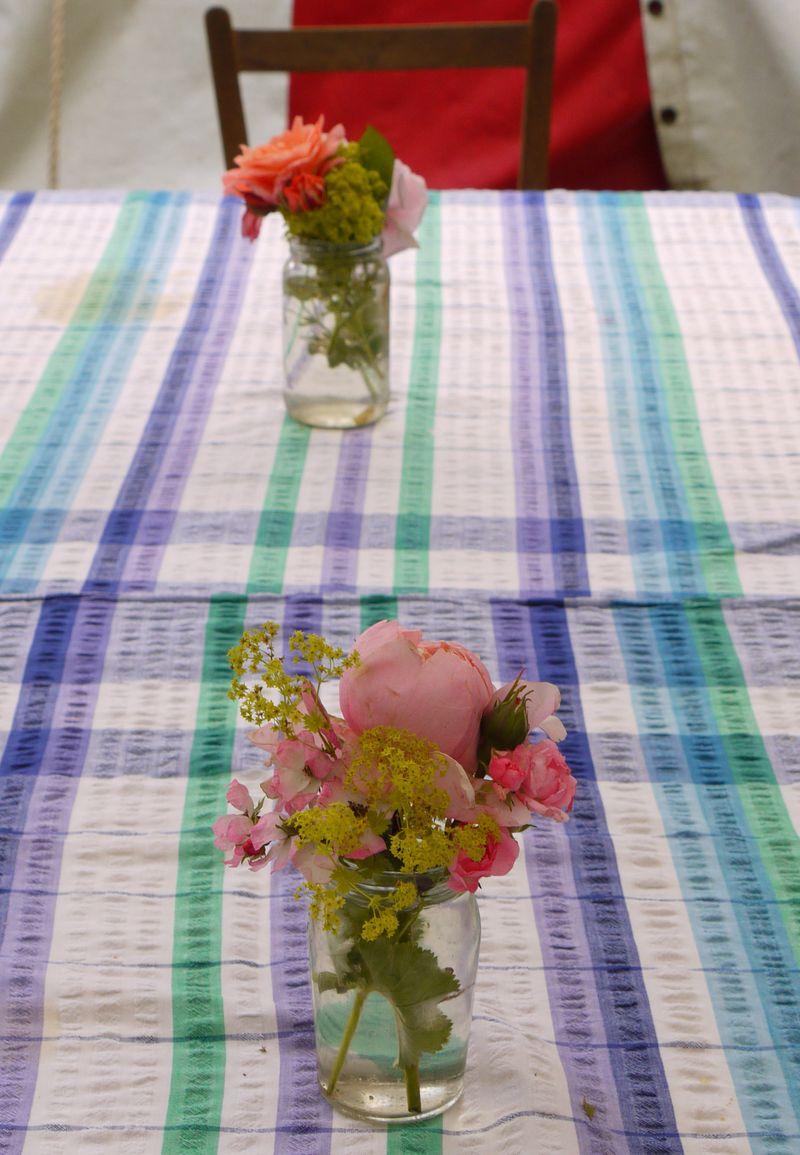 2-pots-flowers,-vertical-fu