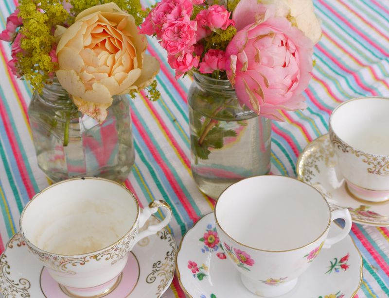 Roses,-t-cups,-full-image