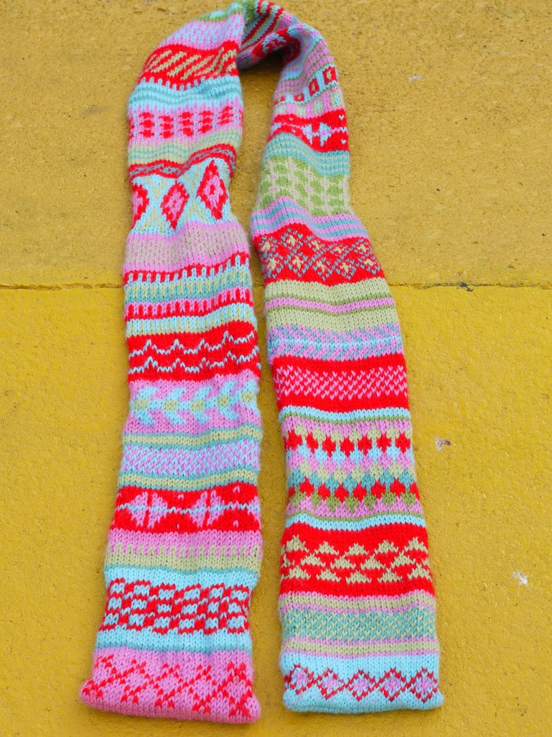 Fi-scarf,-long-on-ground