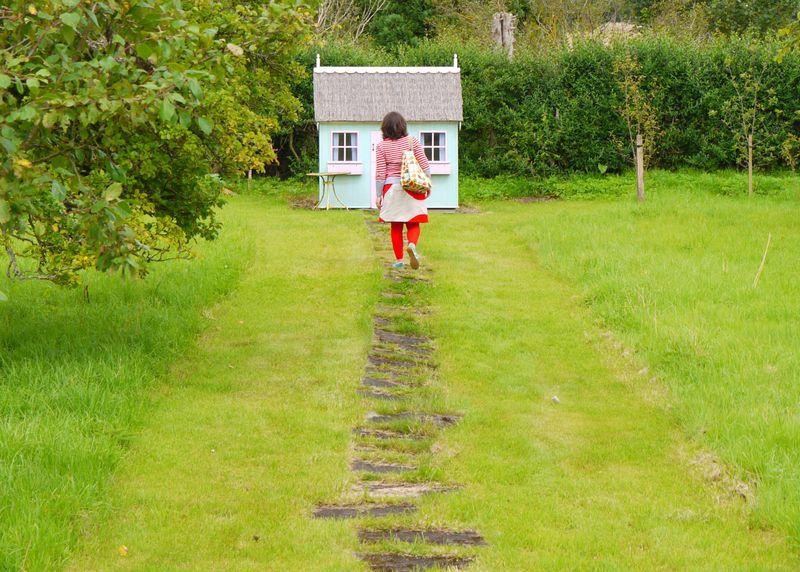 Me-towards-house