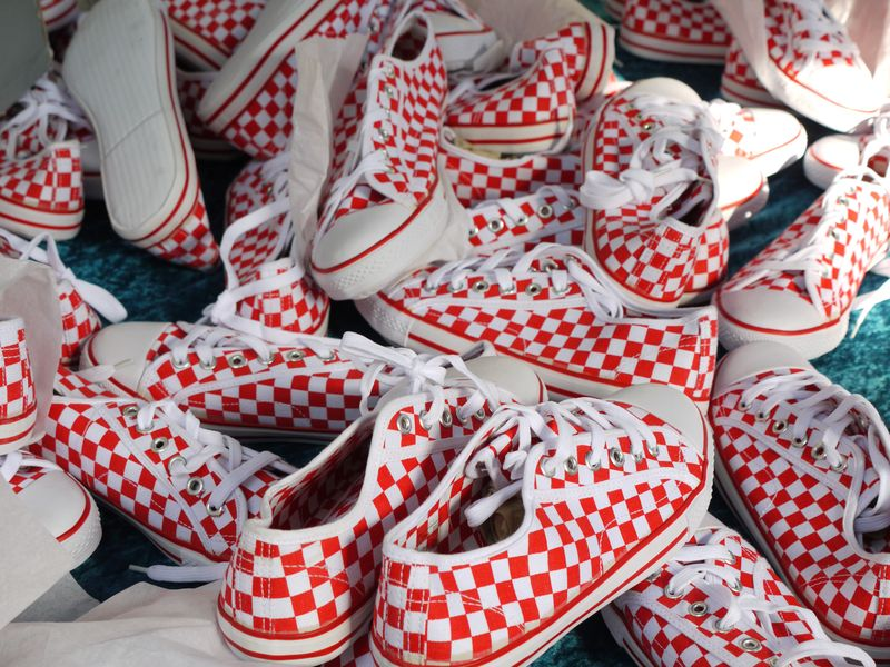 Checked-trainers
