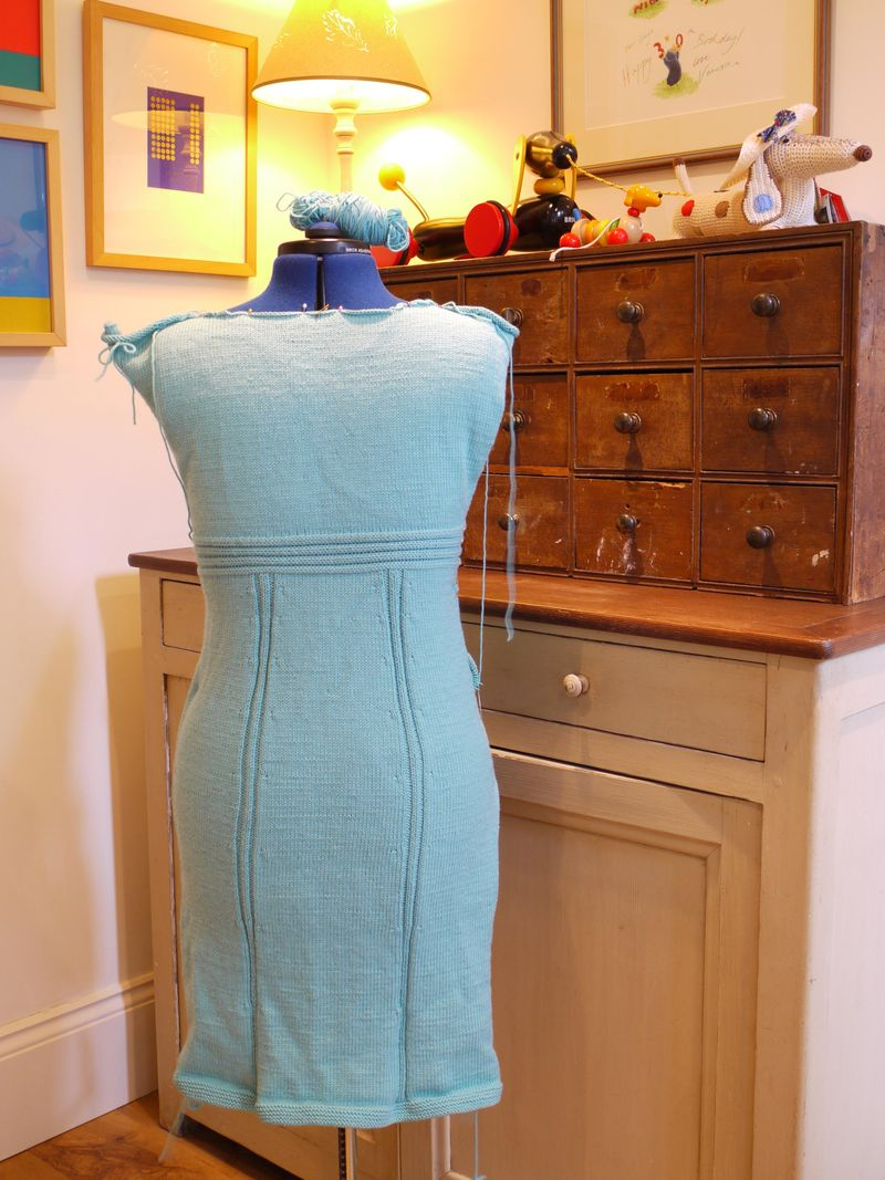 Knit-dress-from-back,-to-us