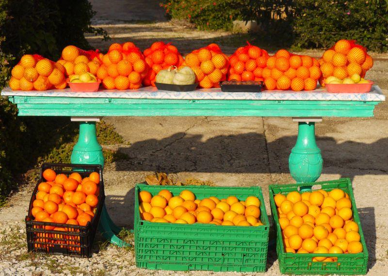 Oranges-on-table